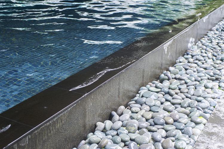 landscaper-sardegna-piscine-ciottoli4