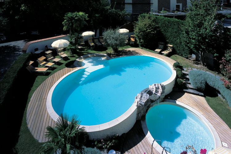 Costruzione piscine private e residenziali in olbia for Luci per piscina fuori terra